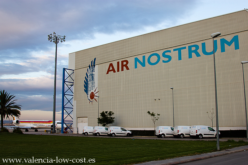 Visita a las instalaciones de air nostrum aeropuerto de for Oficinas valencia cf