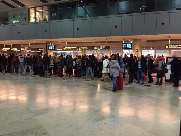 Colas en el aeropuerto de Valencia